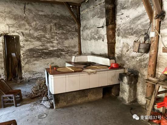▲南华寺内简陋的厨房。新京报记者 赵朋乐 摄