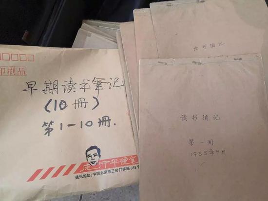 庞中华在地质队里写的读书笔记,保存至今。正午记者杨语拍摄