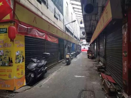1月1日,海鲜商场大部分商家没有运营。新京报记者张胜坡 摄