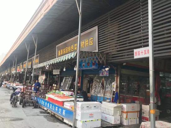 12月31日下午,华南海鲜商场尚在正常运营。新京报记者张胜坡 摄