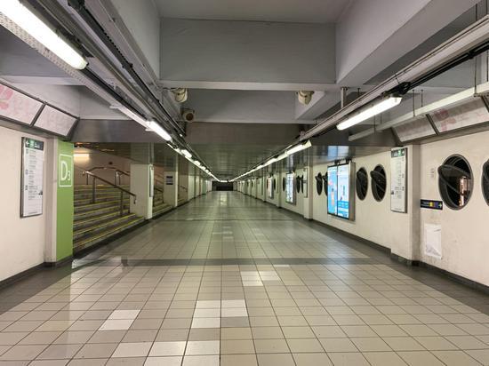 1月1日晚,通往紅館的地鐵通道空無一人。