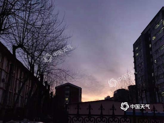 北京今早晨光微现,是晴朗的一天。