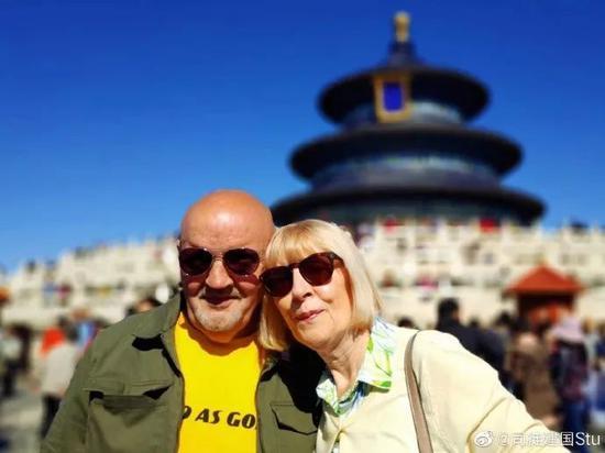 因为喜爱中国 这个老外把年过六旬的父母也接来了
