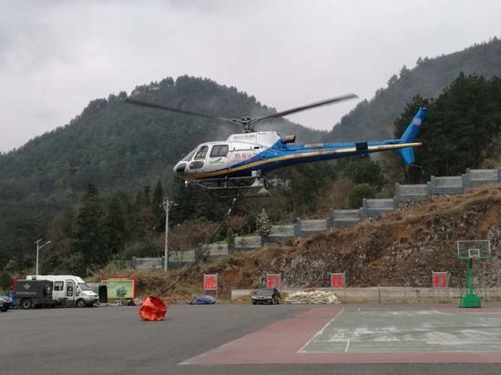 貴州應急管理部門出動直升機實施空中消殺作業
