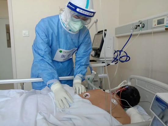 B超体检时候,医生是我前夫,刚脱下衣服,他就不由自主的说...