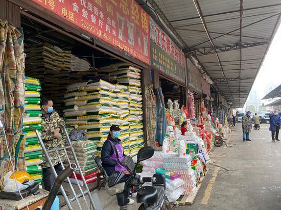 图说:白沙洲农副产品市场物资优裕,并未涨价