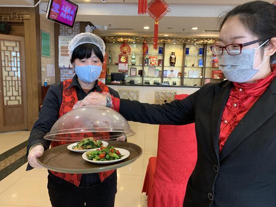 北京部分老字號正餐提供公筷公勺,將全面推廣圖片