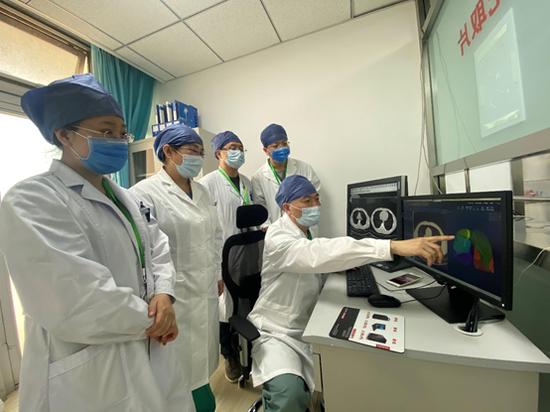 市属医院支援小汤山医院放射科团队进行会诊 受访者提供