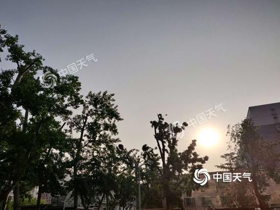 今晨北京天空晴朗无云。