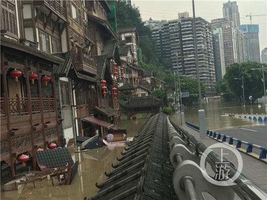 因洪峰过境 重庆洪崖洞景区8月20日起暂停接待游客