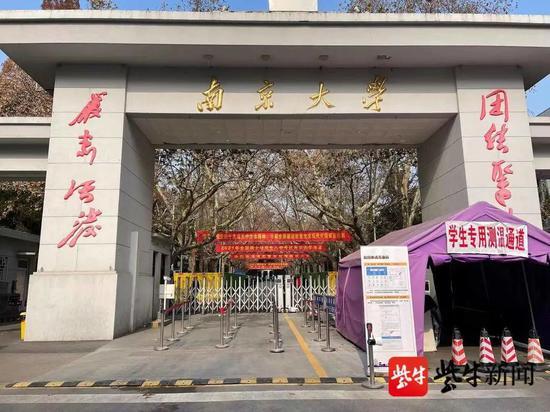 南京大学考点 杨甜子 摄