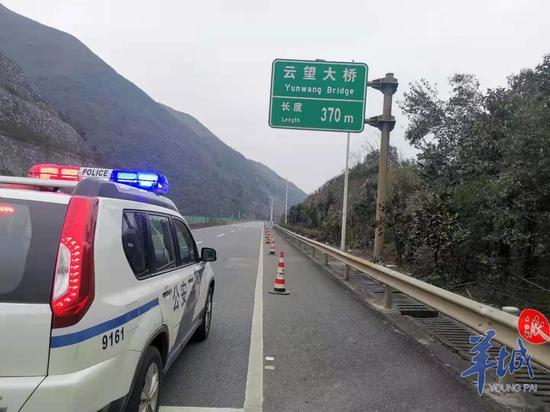 京珠北云看大桥段,路面冰雪溶解