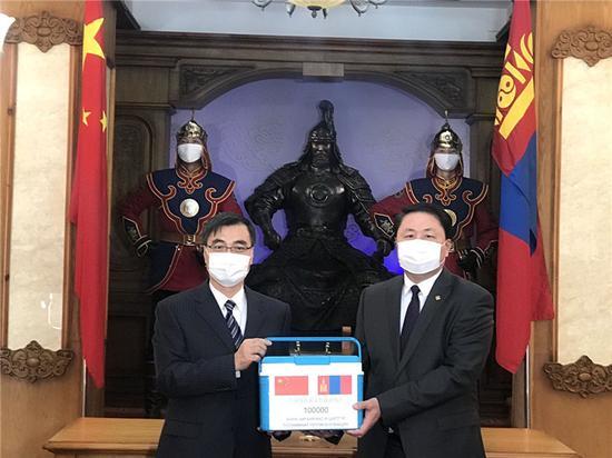 2月23日,中国军队援助蒙古国军队新冠肺炎疫苗交付仪式在蒙古国防部举行。(达日玛巴斯尔拍摄)