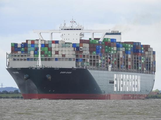 外媒:堵塞苏伊士运河的货轮已重新上浮