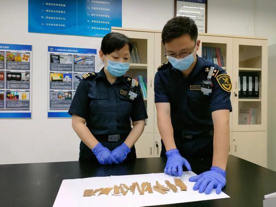 广州海关查获濒危植物沉香木制品