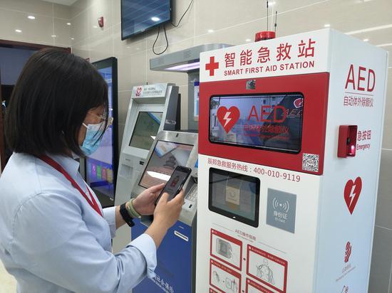 八里庄街道政务服务中心大厅的AED设备