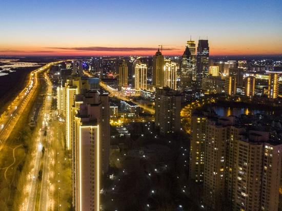 这是2020年11月13日拍摄的中国(黑龙江)自由贸易试验区哈尔滨片区景色(无人机照片)。新华社发(张涛 摄)