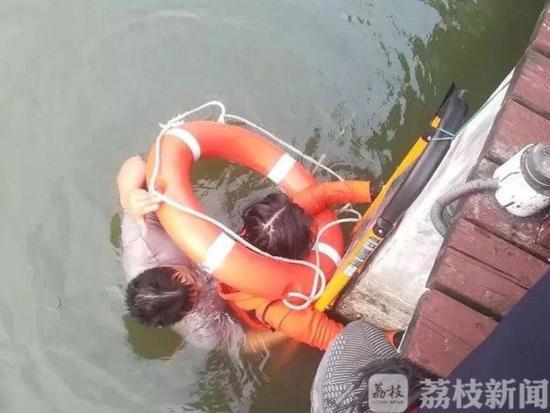 一架无人机闯入驻港部队军营摄影师被捕