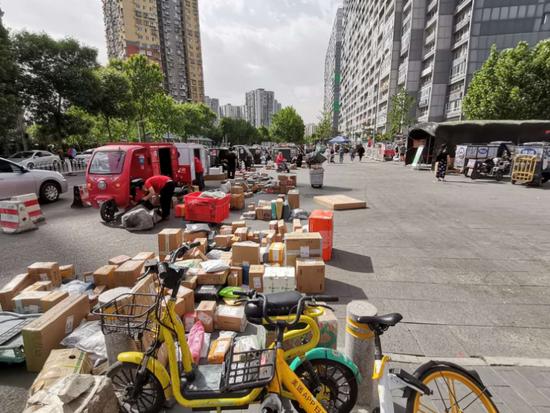 物业代收快递要向快递员收费!北京这个小区居民怒了