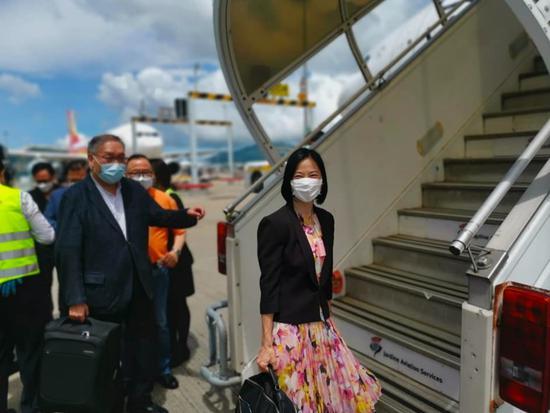 港区人大代表陈曼琪出发前往北京