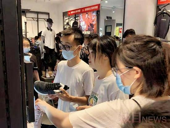 武汉鸿星尔克线下门店一天销售额暴增130余倍