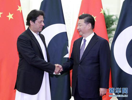 11月2日,中国国家主席习近平会见巴基斯坦总理伊姆兰·汗(图源:新华网)