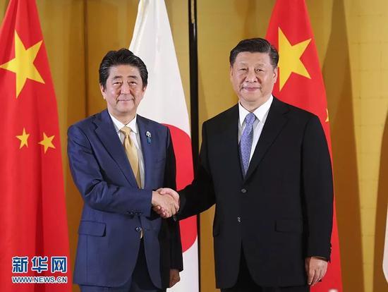 (图:6月27日,国家主席习近平在大阪会见日本首相安倍晋三。)