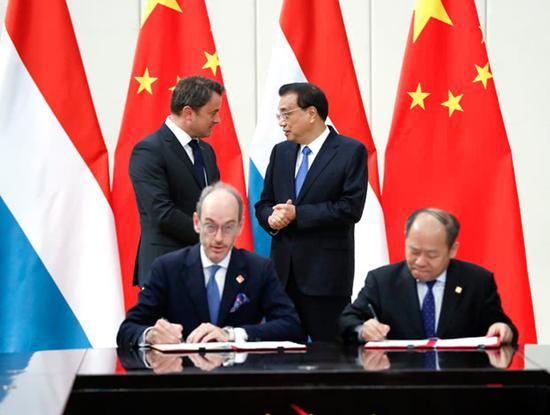 两国总理见证协议签署 图自中国政府网