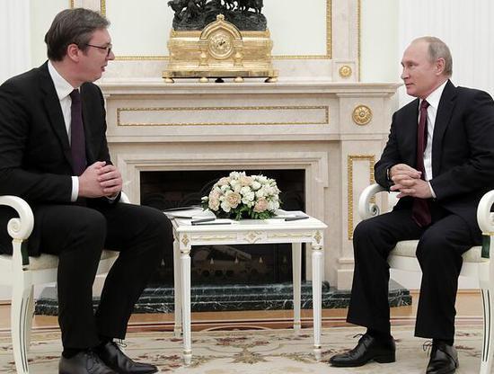 塞尔维亚总统武契奇和俄罗斯总统普京(图源:塔斯社)