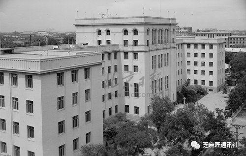1959年4月1日,新建的市委大楼。 陈肇宗/摄