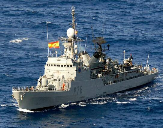西班牙军舰闯直布罗陀海域还奏国歌,英军主要阻截。(图源:《每日邮报》)