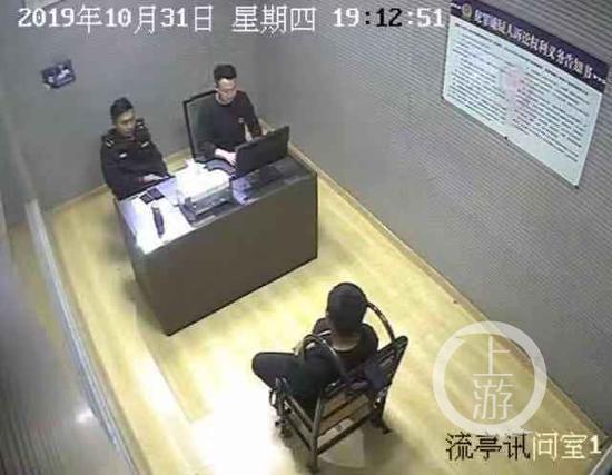 ▲嫌疑人接受警方调查。警方供图