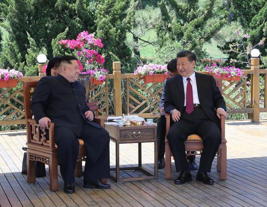 2018年5月7日至8日,习近平同朝鲜劳动党委员长、国务委员会委员长金正恩在大连举行会晤。