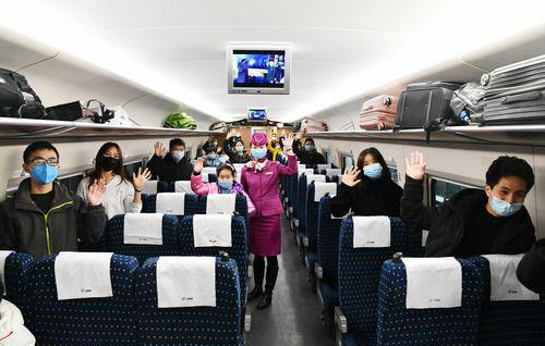 2月16日,全国铁路定制务工人员返程专列从贵阳北站开出,近300名贵州籍务工人员乘车前往杭州市。新华社记者 杨文斌 摄