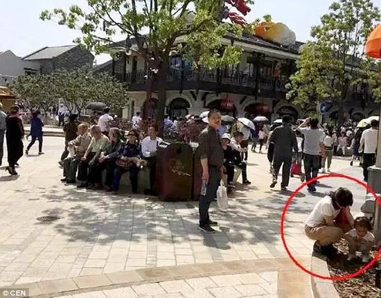 很多網友都說,中國游客真丟人