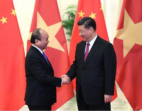 习大大会见越南政府总理阮春福