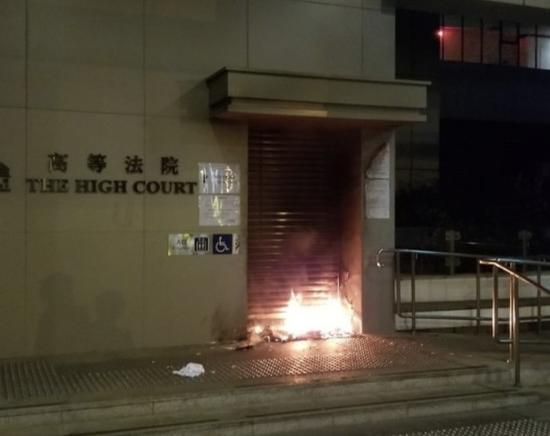 高院门前起火