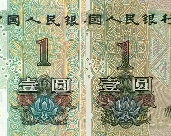 新旧1元底纹对比,左图为新版1元
