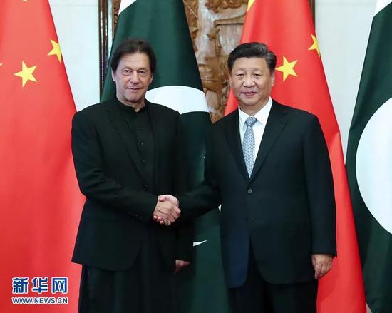 10月9日,国家主席习近平在北京钓鱼台国宾馆会见巴基斯坦总理伊姆兰·汗。新华社记者 刘卫兵 摄
