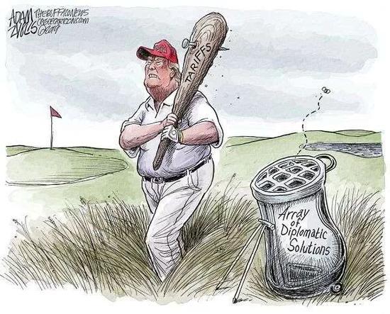 """▲[""""大棒""""总统]""""高尔夫球手""""特朗普总统的""""外交解决手段""""球袋空空如也,他手中就拿着一根""""关税""""大棒,四处乱挥。(美国报刊漫画家协会网站)"""