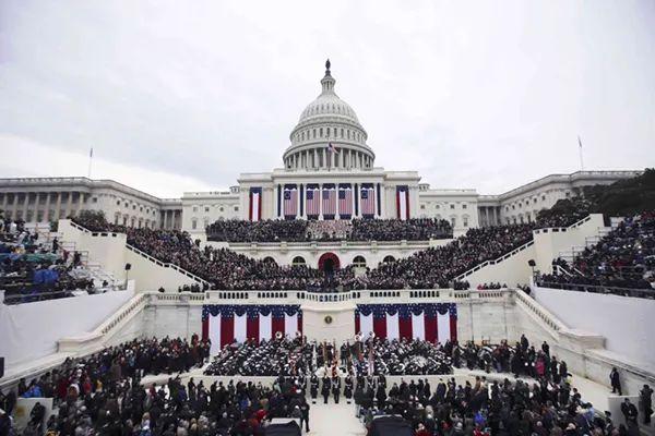 2017年1月20日,特朗普在华盛顿国会山宣誓就任美国第45任总统。