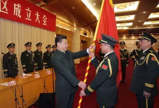 �近平�④�旗�重授予�|部��^司令�T�⒒��  政委��l平