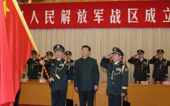 �近平�④�旗�重授予南部��^司令�T王教成  政委魏亮