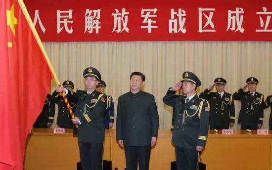 �近平�④�旗�重授予中部��^司令�T�n�l�� 政委殷方��
