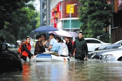 武汉暴雨206处被淹 主干道渍水昨晚已消退(图)