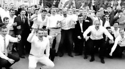 俄罗斯菜鸟特工毕业街头狂欢 身份暴露被集体发配