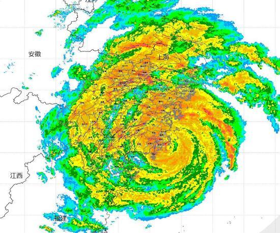 """台风""""利奇马""""于8月10日01时45分前后登陆温岭城南镇,登陆时强度为超强台风级,中心气压930百帕,中心最大风速52米/秒。 浙江省气象台官网截图"""