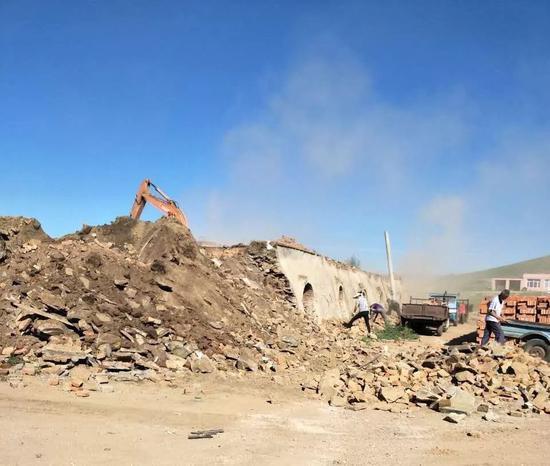 ▷金志敏夫妇主动拆除了砖厂