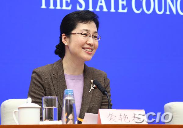 国新办讯息局副局长、讯息说话人袭艳春(张馨 摄)