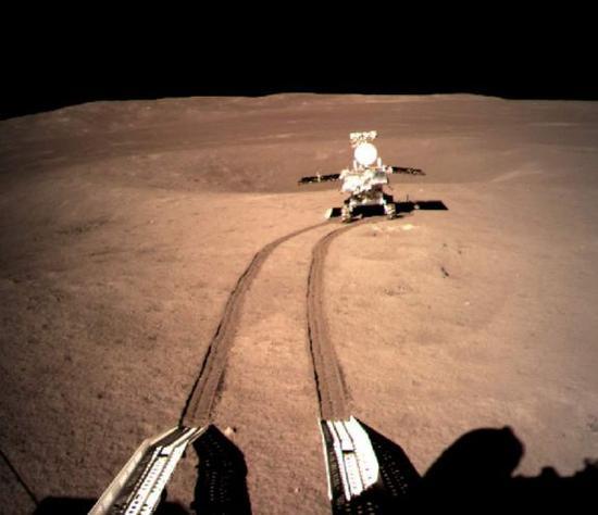 ▲图为行驶在月球背面的玉兔2号